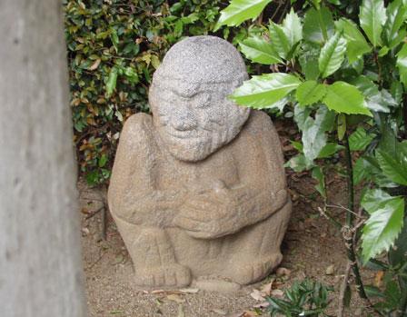 saruishi.jpg