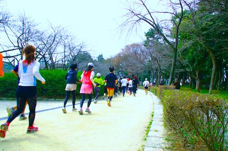 名城公園を走る市民ランナー.jpg